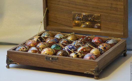 The Premium quality set of 24 G.Klimt styled eggs. Элитный набор из 24 вручную расписанных яиц в стиле Климт. В идеальном качестве. 24 яйца уложены в шикарную коробку из черного африканского дерева.