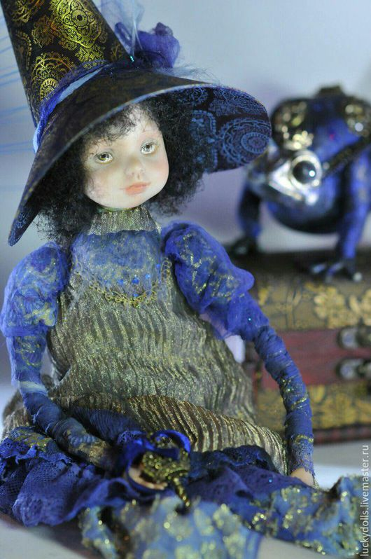Коллекционные куклы ручной работы. Ярмарка Мастеров - ручная работа. Купить Хранительница Синих Тайн и лягушка. Handmade. Синий, лягушка