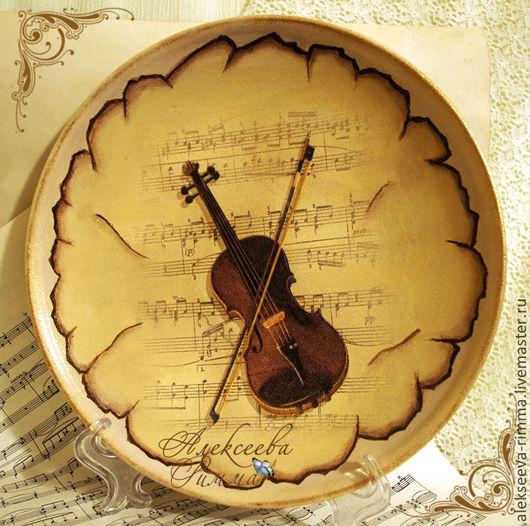 Тарелки ручной работы. Ярмарка Мастеров - ручная работа. Купить Голос скрипки - декоративная тарелка -панно. Handmade. Бежевый, скрипка