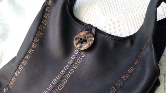Женские сумки ручной работы. Ярмарка Мастеров - ручная работа. Купить Сумка-пакет чёрная кожаная. Handmade. сумка с декором