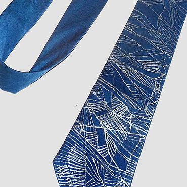 """Аксессуары ручной работы. Ярмарка Мастеров - ручная работа """"Сапфир"""" мужской шелковый галстук с авторской ручной росписью. Handmade."""