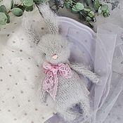 Мягкие игрушки ручной работы. Ярмарка Мастеров - ручная работа Игрушка зайчик вязаная амигуруми. Handmade.