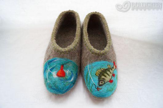 """Обувь ручной работы. Ярмарка Мастеров - ручная работа. Купить Валяные тапочки """"Ловись, рыбка!"""". Handmade. Темно-серый"""