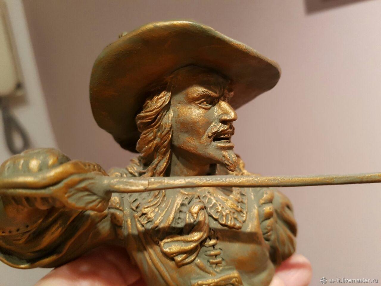 Бюст мушкетера (12 см, керамика ручной работы)