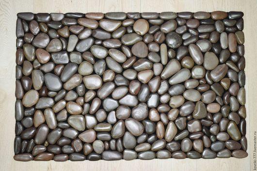 Каменный коврик ручной работы из темно-коричневой морской гальки цвета `Венге` Размер 45х70 см. Цена 5000 руб.