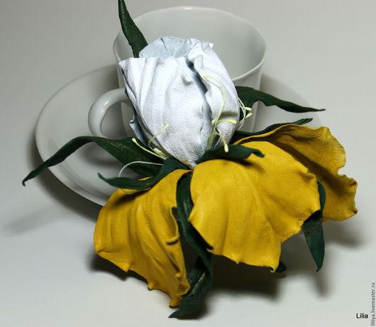 Цветы ручной работы. Ярмарка Мастеров - ручная работа. Купить Цветы из кожи. Брошь Ирис. Handmade. Желтый, ирис из кожи