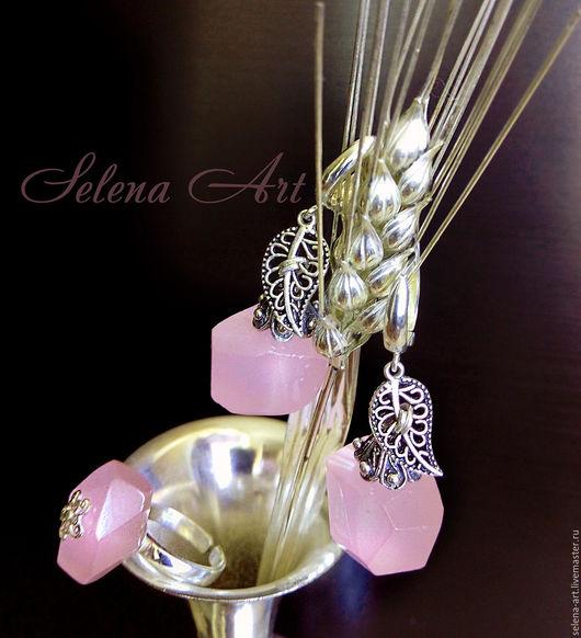 Комплект из розового кварца (кольцо и серьги)