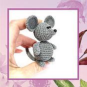 Мягкие игрушки ручной работы. Ярмарка Мастеров - ручная работа Игрушки: Вязаный мышонок из велюровой пряжи. Handmade.