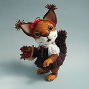 Куклы и игрушки ручной работы. Ярмарка Мастеров - ручная работа Бисерная белочка РябИнка. Handmade.