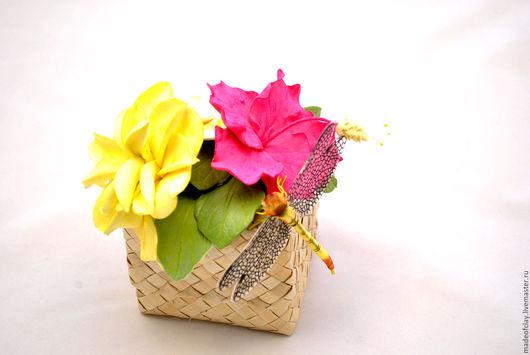 Коробочка -шкатулочка с тропическими цветами. Ручная работа.