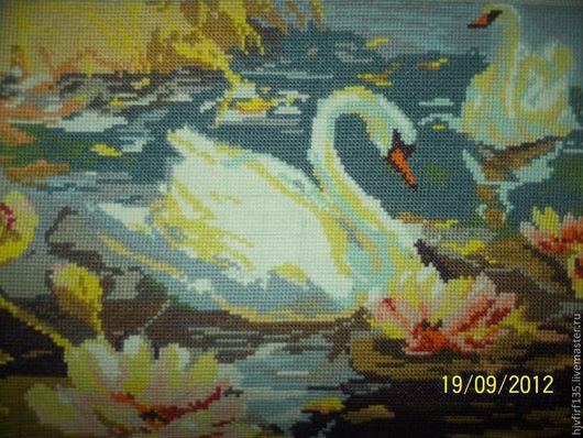 """Животные ручной работы. Ярмарка Мастеров - ручная работа. Купить картина вышитая крестом """"Лебединая пара""""на белой канве.. Handmade."""