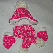 Материалы для творчества ручной работы. Ярмарка Мастеров - ручная работа Шапочка, шарфик и варежки для куклы. Handmade.