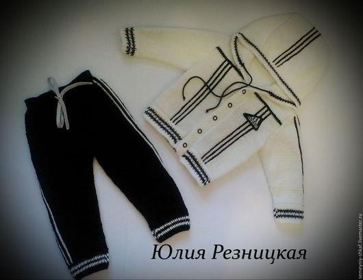 """Одежда для мальчиков, ручной работы. Ярмарка Мастеров - ручная работа. Купить Вязаный спортивный костюм """"Адидас"""" на 1-2 года. Handmade."""