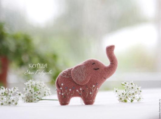 Броши ручной работы. Ярмарка Мастеров - ручная работа. Купить Розовый слон - валяная брошь из шерсти. Handmade. Розовый