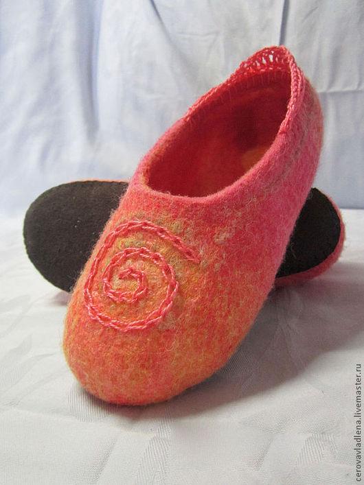 """Обувь ручной работы. Ярмарка Мастеров - ручная работа. Купить Валяные домашние тапочки для девочки """"Улитка"""". Handmade. Оранжевый, тапочки"""