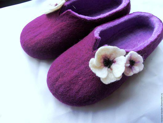 """Обувь ручной работы. Ярмарка Мастеров - ручная работа. Купить Войлочные тапочки """"Цветение"""". Handmade. Тёмно-фиолетовый, тапочки валяные"""