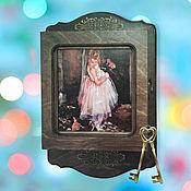 Для дома и интерьера ручной работы. Ярмарка Мастеров - ручная работа Ключница деревянная Маленькая Балерина котенок девочка. Handmade.