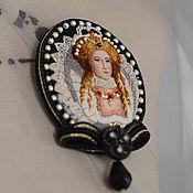Украшения ручной работы. Ярмарка Мастеров - ручная работа вышитая брошь-портрет Elizabeth. Handmade.