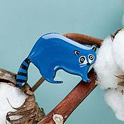 Украшения ручной работы. Ярмарка Мастеров - ручная работа Брошь енот синий полосатый. Handmade.