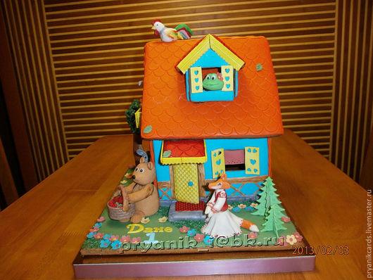 Пряничный ароматный домик с любимыми сказочными героями и все это можно съесть. Звери изготовлены из мастики индивидуально.