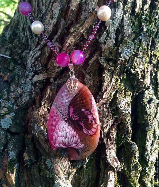 Бабочка на цветке клевера. Романтичное украшение для вдохновляющих дам. Кулон: 6 х 4 см Бусы: 44 см