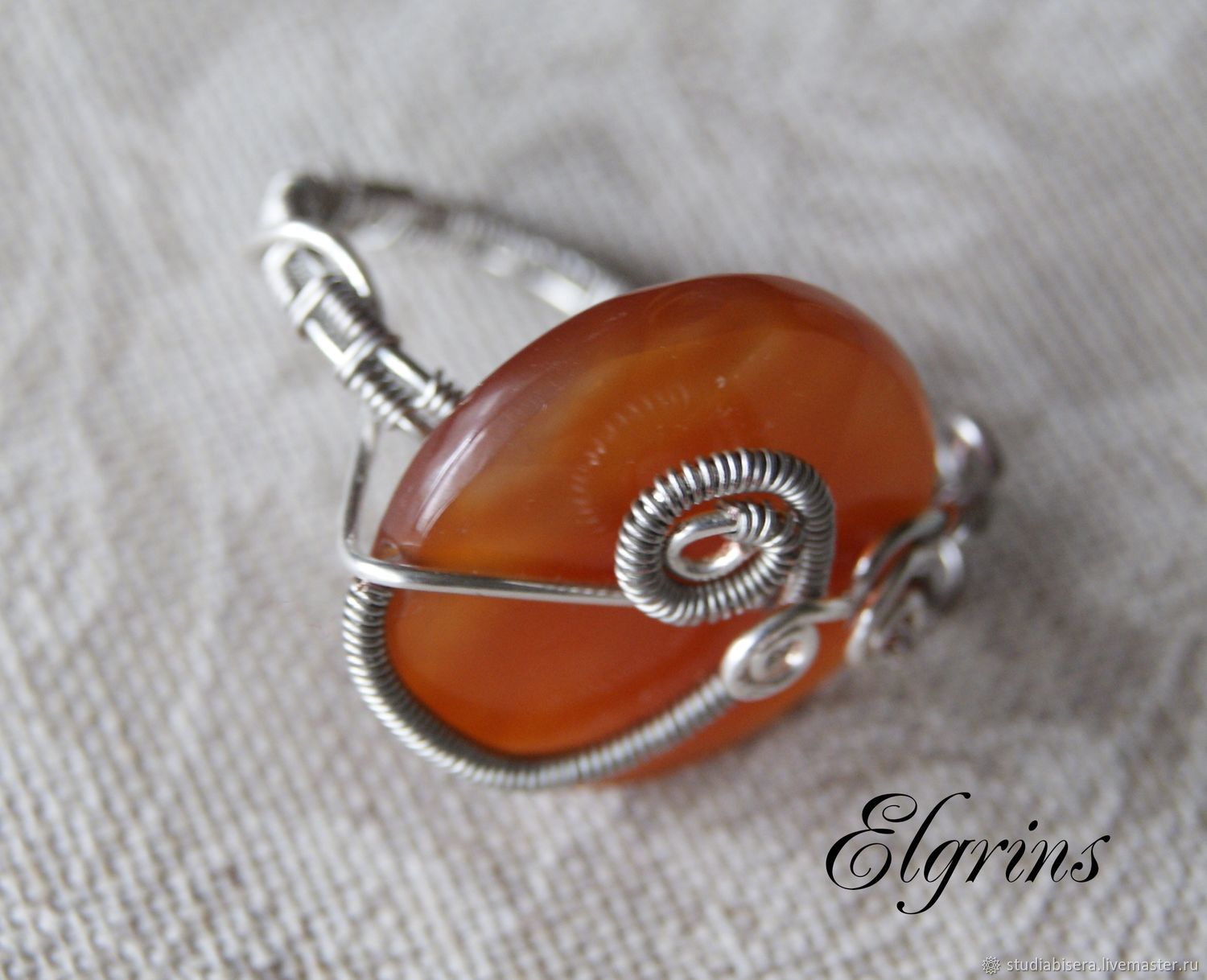 Wire wrap ring with carnelian \