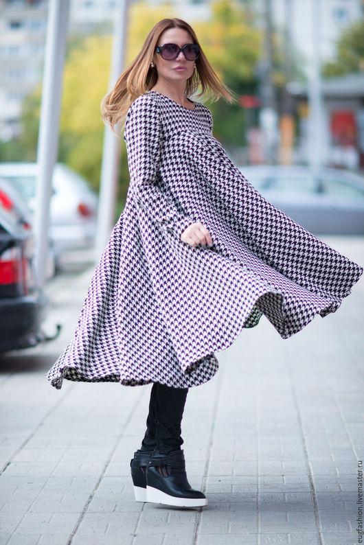 Платье из шерсти. Платье с длинным рукавом. Платье свободного кроя. Платье. Платье в клетку. Модное платье.