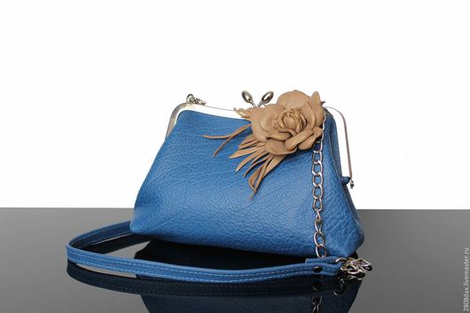 Женские сумки ручной работы. Ярмарка Мастеров - ручная работа. Купить Кожаная сумочка, синяя сумочка, клатч, деним, брошь-цветок. Handmade.
