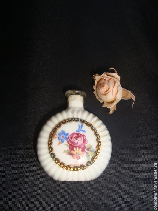 Винтажные предметы интерьера. Ярмарка Мастеров - ручная работа. Купить Старинный флакон для духов с фарфоровым медальоном Аромат розы. Handmade.
