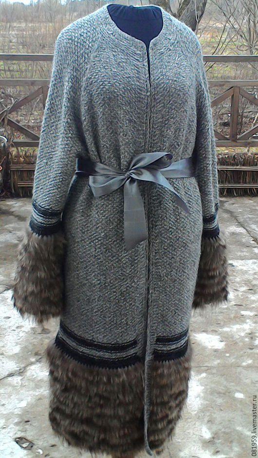 """Верхняя одежда ручной работы. Ярмарка Мастеров - ручная работа. Купить Пальто  оверсайз вязаное с мехом """"Римские каникулы """". Handmade."""