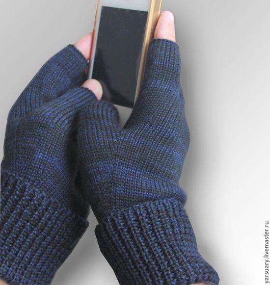 Конструкция перчаток очень удобна-вывязан каждый палец с анатомической точностью,удобное расположение большого  пальца.Машинное вязание.