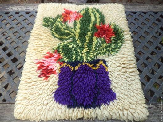 Винтажные предметы интерьера. Ярмарка Мастеров - ручная работа. Купить шерстяной коврик -панно -цветущий кактус. Handmade. Кремовый