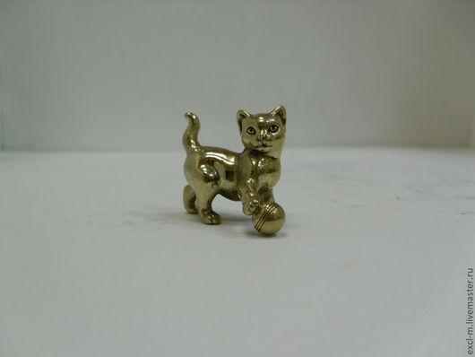 """Миниатюра ручной работы. Ярмарка Мастеров - ручная работа. Купить Статуэтка """"Кошка с мячом"""". Handmade. Кот, кошка, котенок, статуэтка"""