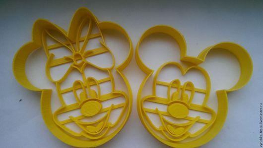 Персонажи легендарного мультфильма Дисней `Микки Маус и его друзья` в виде форм-вырубок для печенья, пряников, мастики и пластилина. Порадуйте своих детей! Можно сделать формы на заказ по фото.
