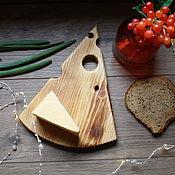 Подносы ручной работы. Ярмарка Мастеров - ручная работа Доска поднос для сыра. Handmade.