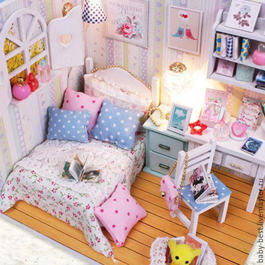 Замечательная миниатюрная комнатка для маленькой куколки.  Могу подобрать самых маленьких куколок.