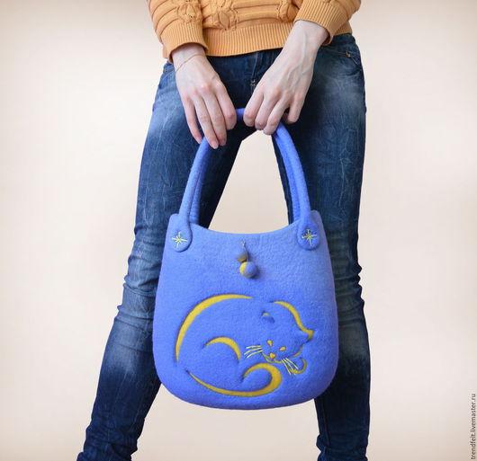 """Женские сумки ручной работы. Ярмарка Мастеров - ручная работа. Купить Сумка валяная """"Кейт"""", валяная сумка синяя, валяная сумка с котом. Handmade."""