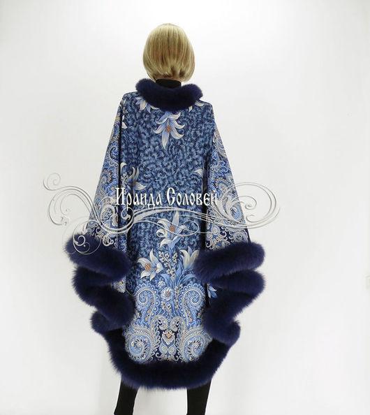 Авторское пальто-пончо из шерстяных павловопосадских платков с натуральным мехом финского песца темно-синего цвета