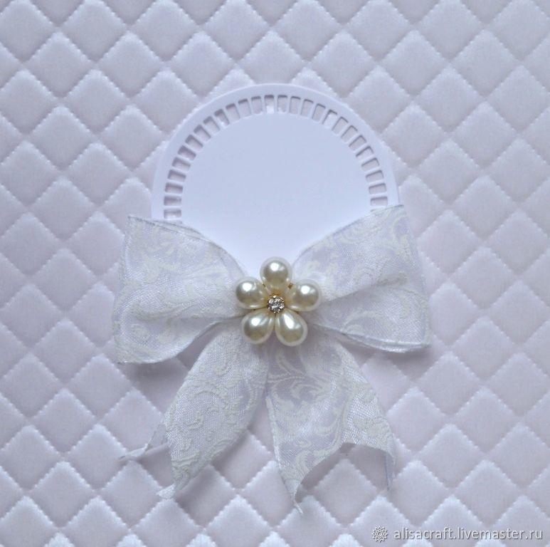 Самая светлая серебряная бумага - `Белое серебро` (коллекция `Серебро`). На фото - пример качества тиснения бумаги `Белое серебро`.