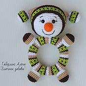 Куклы и игрушки handmade. Livemaster - original item Snowman Round green-knitted rattle on a wooden ring. Handmade.