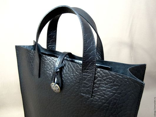 Женские сумки ручной работы. Ярмарка Мастеров - ручная работа. Купить Сумка-пакет без подкладки из натуральной плотной кожи. Handmade.