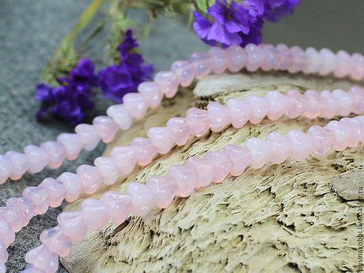 Чешские бусины цветочки стеклянные  колокольчики - молочный розовый по 5 шт  размер 4 мм х 6 мм, по 5 шт Высота бусинки 4 мм, диаметр 6 мм Бусины цветочки имеют вертикальное отверстие около 1 мм