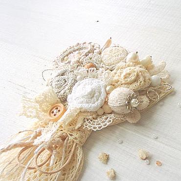 """Украшения ручной работы. Ярмарка Мастеров - ручная работа Текстильная брошь """"Весенний букет"""" (белый,серый,бежевый). Handmade."""