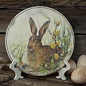 """Посуда ручной работы. Ярмарка Мастеров - ручная работа Тарелка деревянная """"Огородный гость"""". Handmade."""