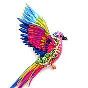 Брошь яркий попугай. Украшения.