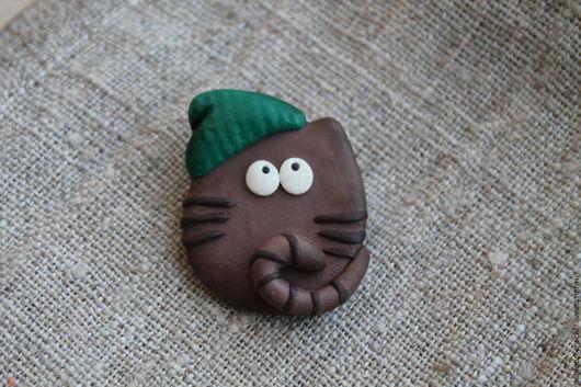 """Броши ручной работы. Ярмарка Мастеров - ручная работа. Купить Брошь """"Мечтательный кот в зеленой шапке"""". Handmade. Коричневый, кот"""