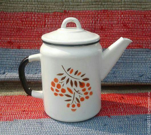 ...совершенно новый, `старый` советский кофейник- чайник, производства СССР,... прекрасно подойдет для использования на даче для кипячения воды!!!..