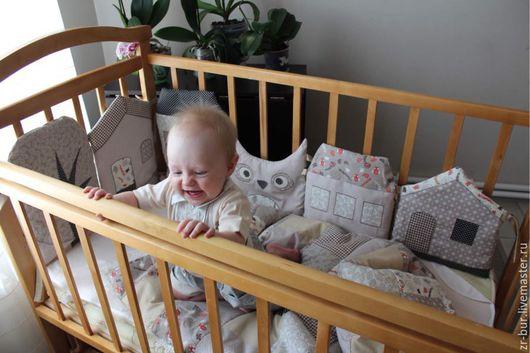 """Для новорожденных, ручной работы. Ярмарка Мастеров - ручная работа. Купить Комплект в детскую кроватку  """"Город сов"""" в молочно-карамельном цвете.. Handmade."""