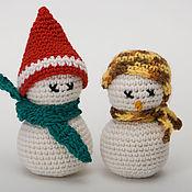 Подарки к праздникам ручной работы. Ярмарка Мастеров - ручная работа Вязаные Снеговики в шапочках. Handmade.