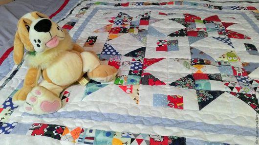 Пледы и одеяла ручной работы. Ярмарка Мастеров - ручная работа. Купить Лоскутное одеяло для мальчика. Handmade. Лоскутное одеяло, синтепон